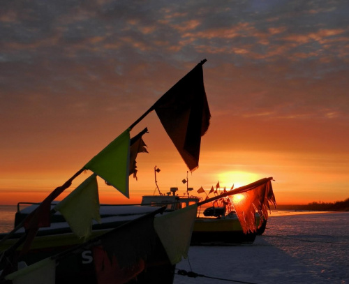 Wstanie nowy dzień, zacznie się nowy rok, zrodzą się nowe uczucia, zbudzą się nowe radości ...czego Wam życzę podobnie jak i sobie :) #wschód #sunrise #OznakowaniaSieci