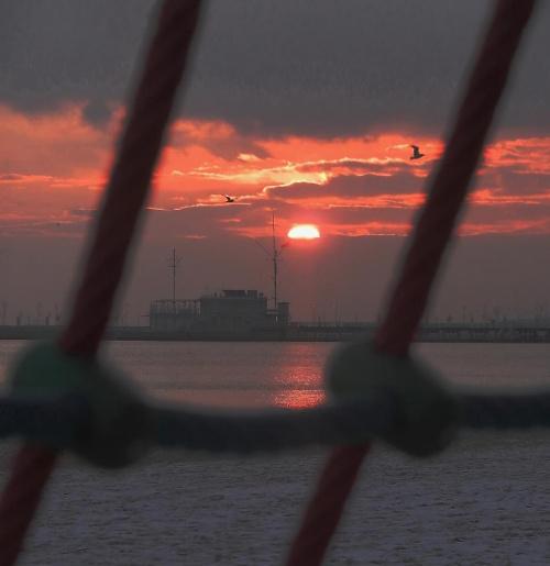 ...w zimowy/wiosenny poranek #fale #jachty #kutry #plaża #przystanie #stocznie